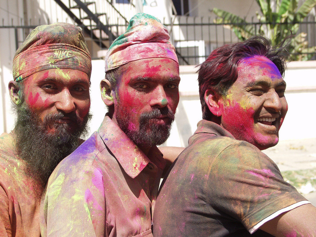 How to celebrate Holi in India